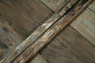 4 - Keel is fastened with copper rivets and roves, planks with clenched copper nails.
