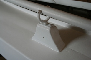 6 - Pinned oarlocks keep icy oars from escaping. The scupper in the stanchion keeps rain from freezing in the sockets.