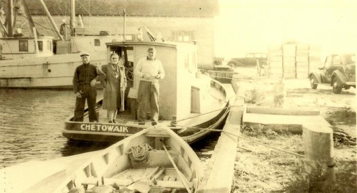 AV4 - Chetowaik & stool boat